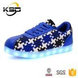 工場はすべてのデザインLED靴SGSによって証明されるLEDの軽い靴に直接蹄鉄を打つ