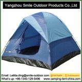 6 persone impermeabilizzano la tenda di tela di canapa esterna grande di campeggio