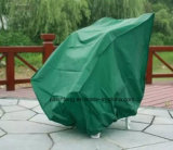A cadeira de tabela protege a tampa da mobília do jardim