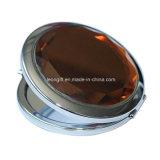 Espelho oval gravado da composição da beleza