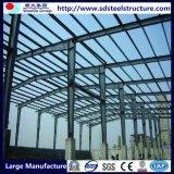 Piccoli fasci della struttura d'acciaio del magazzino