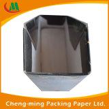 Quadratischer Form-Weißbuch-Kasten für die verpackende und versendende Kleidung