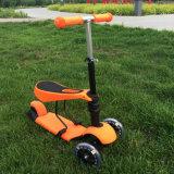 3つの車輪の赤ん坊の快適なシートが付いているプラスチック蹴りのスクーター