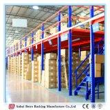 Mezanino e plataforma industriais do armazém da prateleira do empilhador