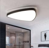 Lámpara negra contemporánea moderna de las luces de techo de Arylic y del metal LED para Baclony/la cocina/el dormitorio/la sala de estar