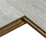 Plancher gris de stratifié de chêne d'imagination