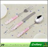 Les fourchettes en céramique de couteau de cuillère de poignée ont placé des couverts