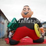 Hombre modificado para requisitos particulares del efectivo de la historieta con la publicidad inflable del dinero