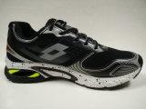 中国の専門家は製造者の人の運動靴に蹄鉄を打つ