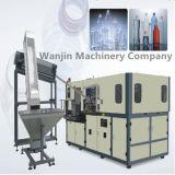 Máquina que sopla del estiramiento que hace la botella de agua plástica