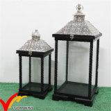 Lanterna di legno della candela afflitta annata antica bianca S/2 con la parte superiore del metallo per la decorazione di cerimonia nuziale