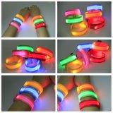 Pulsera amonestadora corriente del deporte del color LED de la venda del resplandor del Wristband de la seguridad de nylon del regalo de la promoción