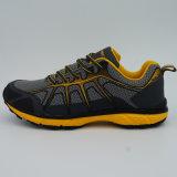 Bonnes chaussures de sports d'hommes de conception augmentant des chaussures