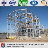 Taller de la estructura de acero con la grúa de arriba