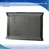Placa de metal perfurada com curvatura