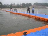 Barco flotante del embarcadero el pontón de flotación