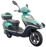 Tipo funzionale motociclo elettrico con la grande casella posteriore