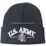 O fornecedor de China personalizou o chapéu acrílico bordado logotipo do Beanie do preto dos esportes