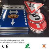 알루미늄 사려깊은 시트를 까는 삼각형 도로는 판매를 위한 교통 안전 표시를 고객 만들었다