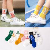 Form-Streifen und Zeichen-Socken für kleines Mädchen-reizende Baumwollsocken