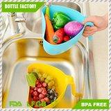 Légumes lavant le panier s'écoulant en forme de coeur en plastique de panier avec le traitement (couleur faite au hasard)