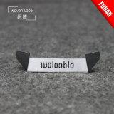 Étiquettes tissées par pli personnalisées de triangle pour le vêtement