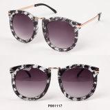Óculos de sol desproporcionados da forma nova das mulheres com lente espelhada