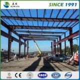 HOME pré-fabricadas da construção de aço com o profissional claro do frame