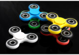 2017 Amazon Hot Sale Toys Anti-Stress Tri Spinner Roulements en acier inoxydable Finger Spinner