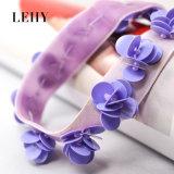 ハンドメイドの紫色のプラスチックスパンコールのビードの花のビロードのチョークバルブのネックレス