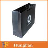 Sac à provisions fait sur commande de papier de taille avec le logo UV d'endroit