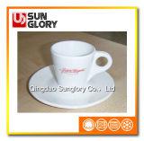 접시를 가진 사기그릇 또는 세라믹 커피 잔을 강화하십시오
