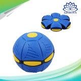 飛行UFOの子供の屋外の庭浜のゲームの圧力の球のためのLEDの軽いおもちゃが付いている平らな魔法の球の投球ディスク球