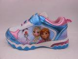 A alta qualidade ostenta sapatas com luz para a menina congelada
