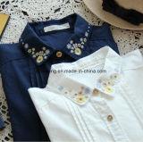 日本の刺繍された花の女性の`Sのワイシャツ