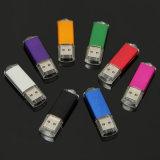 다채로운 USB 섬광 드라이브의 플러그를 뽑으십시오