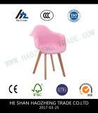 Pés de madeira de Banshi do assento plástico vermelho brilhante - compreendendo o coxim