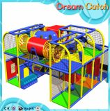 A alta qualidade caçoa o campo de jogos interno com equipamento de jogos do divertimento