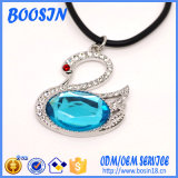 Cheap Elegante Opal Swan Shape Necklace para Mulheres