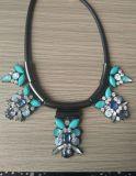 De vastgestelde Juwelen van de Oorring van het Koord & van de Halsband Strass van het Hematiet Zwarte