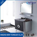 Assoalho clássico do projeto que está o gabinete de banheiro do aço inoxidável