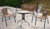庭の籐椅子