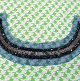 ガラス水晶ビーズパッチのカラー縫の装飾的な首のトリム