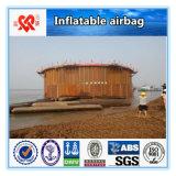 Bateau soulevant le sac à air en caoutchouc marin