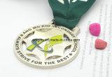 Kundenspezifische Goldmedaille mit Form-Farbband