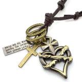 Steampunkの中心の十字のペンダントの本物の革靴の革チェーン人のネックレス
