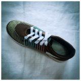 Puntada-Trabajar la parte superior del calzado de la tela con la planta del pie blanca o negra de la inyección del PVC
