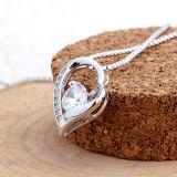 """""""女性のための私の中心""""の純銀製の吊り下げ式のネックレスの唯一の1才である"""