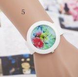Reloj promocional de las mujeres del silicón de la alta calidad con las flores de mariposa