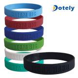 Lo standard di Debossed lega il Wristband della gomma di silicone